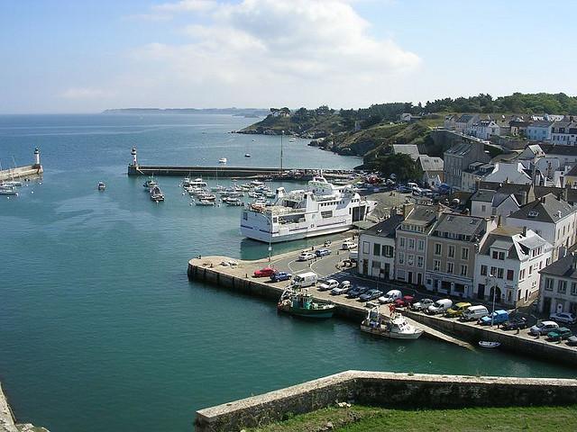 Vue sur le port de Belle-Île-en-mer, fortifiée par Vauban.