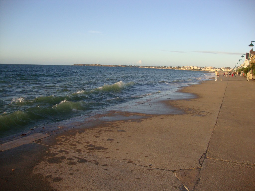 La plage du Sillon recouverte par la mer aujourd'hui