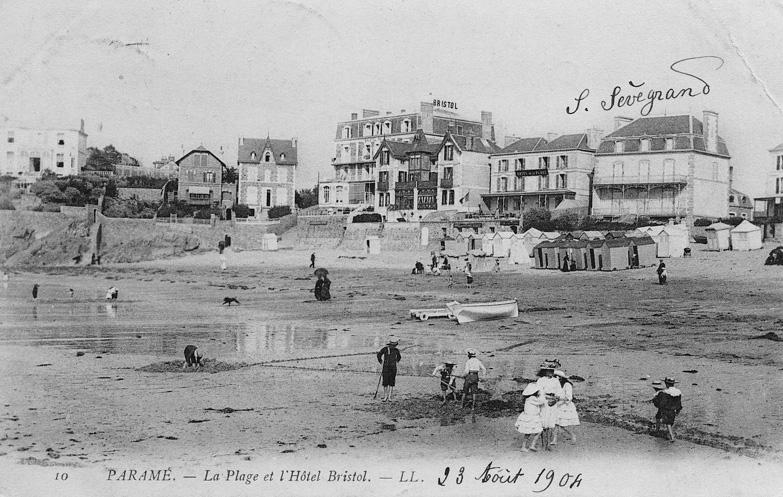 Carte postale de la grande plage du Sillon et l'hotel Bristol