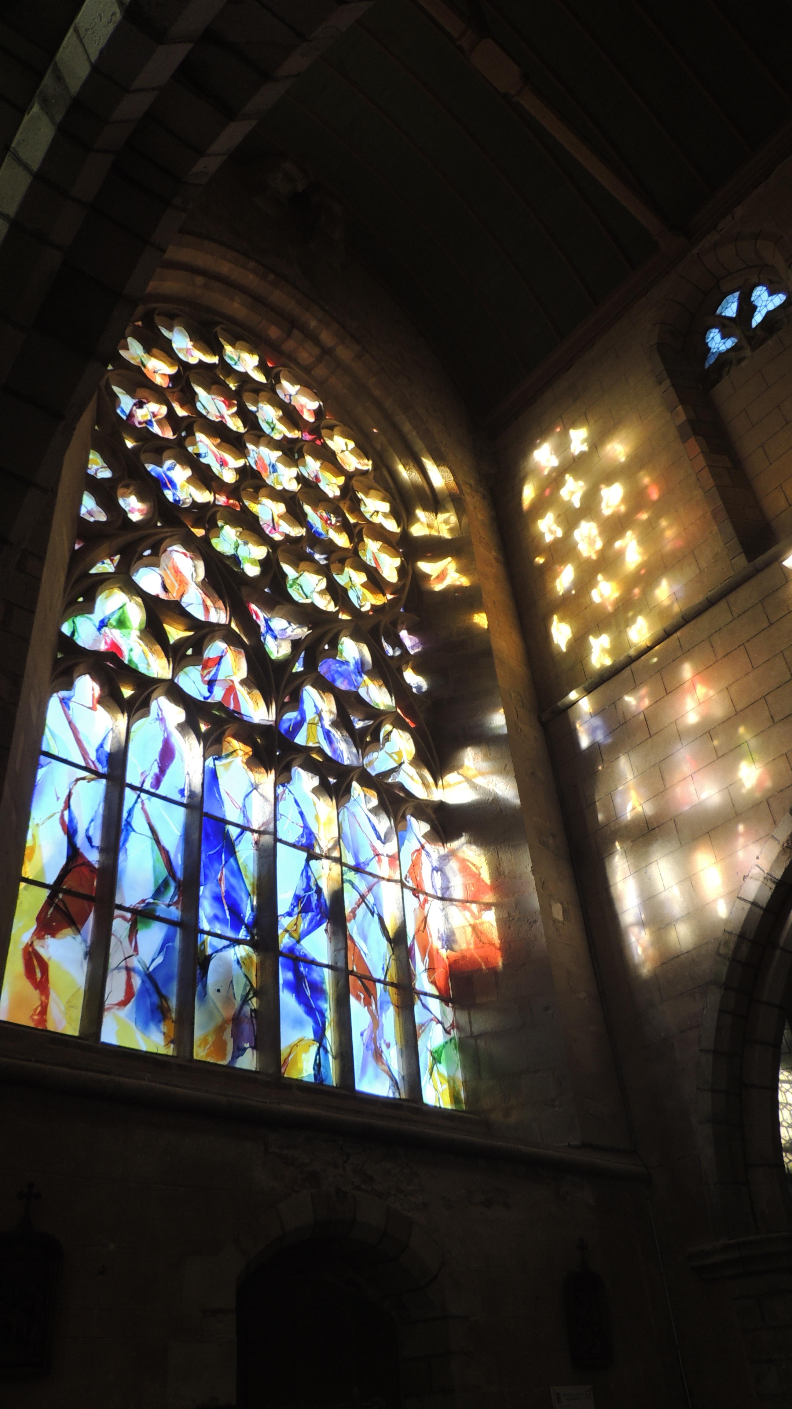 Le vitrail de Kim En Joong  dans la chapelle Notre-Dame du Kreisker